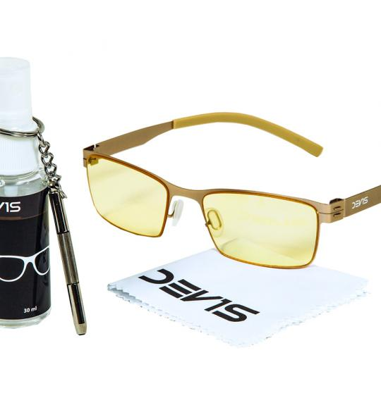 Lens cleaning spray